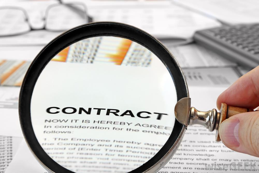 magnifying-glass-on-contract